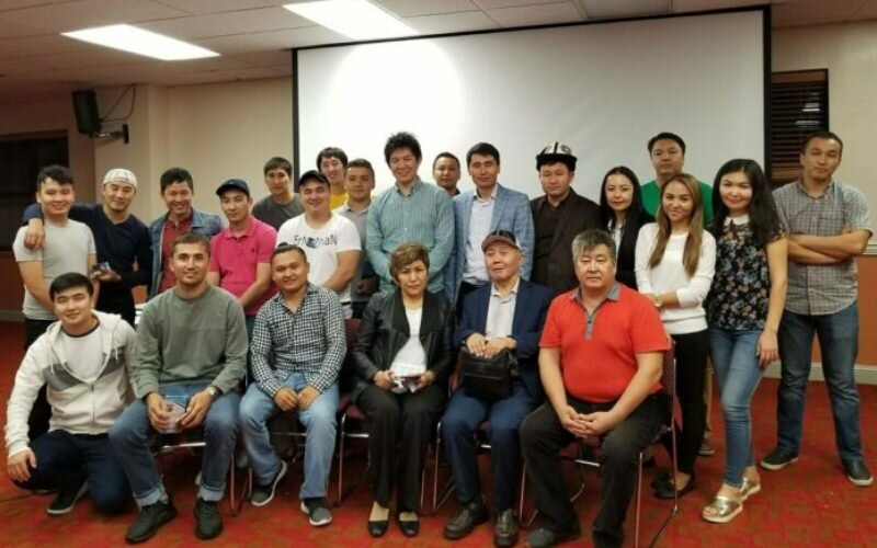Проживающие в Нью-Йорке кыргызстанцы оплатят обучение для 50 детей-сирот из Бишкека