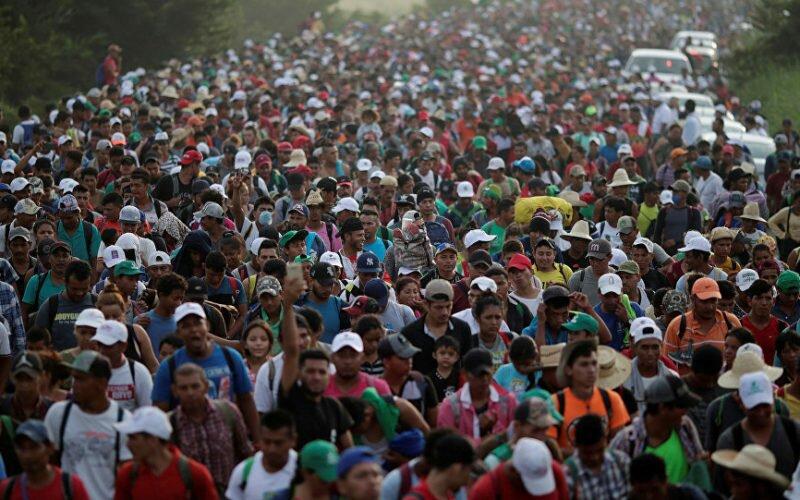 Жөө-жалаңдаган миңден ашуун мигрант Мексикадан АКШны көздөй бет алды