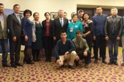 Санкт-Петербургда жашаган кыргызстандыктар элчи Аликбек Жекшенкулов менен жолугушту