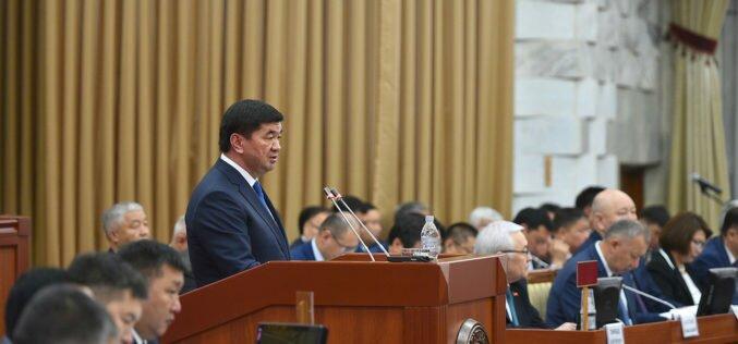 Премьер пообещал в скором времени решить вопрос зарплаты представителям МВД Кыргызстана в России