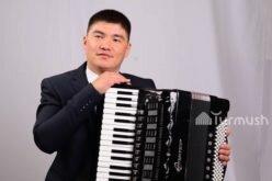 Проживающие за рубежом кыргызстанцы приглашают на торжества аккордеониста из Аксы