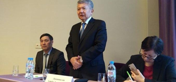 Посол КР в РФ Аликбек Джекшенкулов встретился с соотечественниками в Санкт-Петербурге