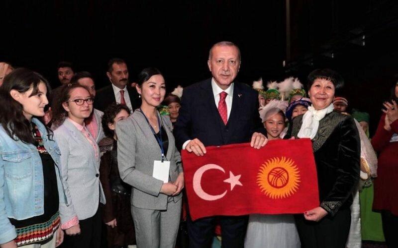 Президент Турции Эрдоган спел вместе с кыргызской девочкой Бермет Жумабековой