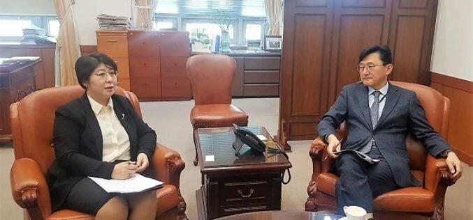 Посол КР в Корее подняла вопрос об увеличении квот для кыргызских трудовых мигрантов