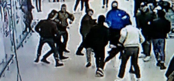 В Петербурге задержали кыргызстанца, который ранил одного из толпы напавших подростков