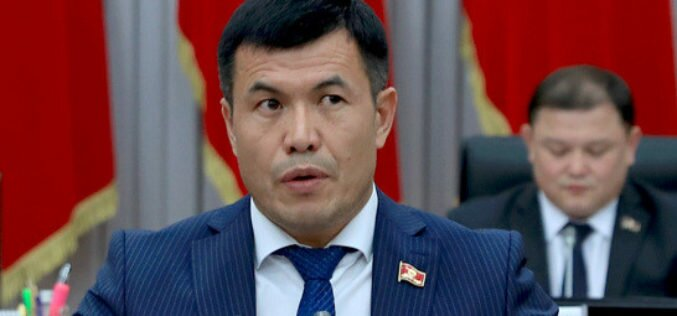Кыргызстанские мигранты в России жалуются на бесчисленное количество тоев и поминок, все пересылаемые деньги уходят туда, — депутат