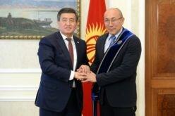 Президент КР Сооронбай Жээнбеков встретился слегендарным гандболистомТалантом Дуйшебаевым