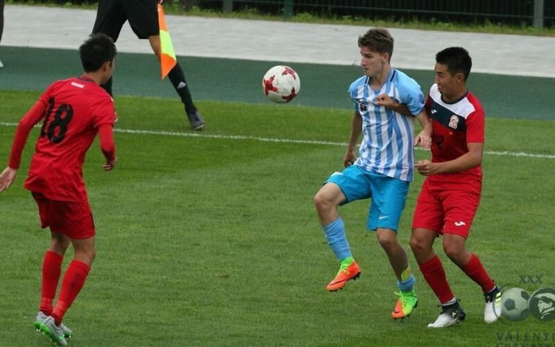 18 жашка чейинки футболчулардан түзүлгөн Кыргыз курама командасы Орусияда өтө турган эл аралык мелдешке катышат