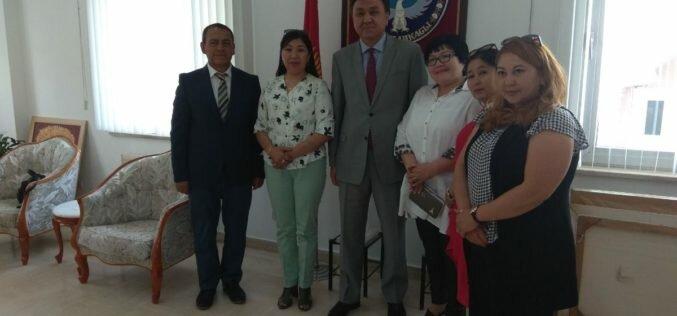 Түркиядагы Кыргызстандын элчиси К. Өмүралиев кыргыз диаспорасынын мүчөлөрү менен жолугушту