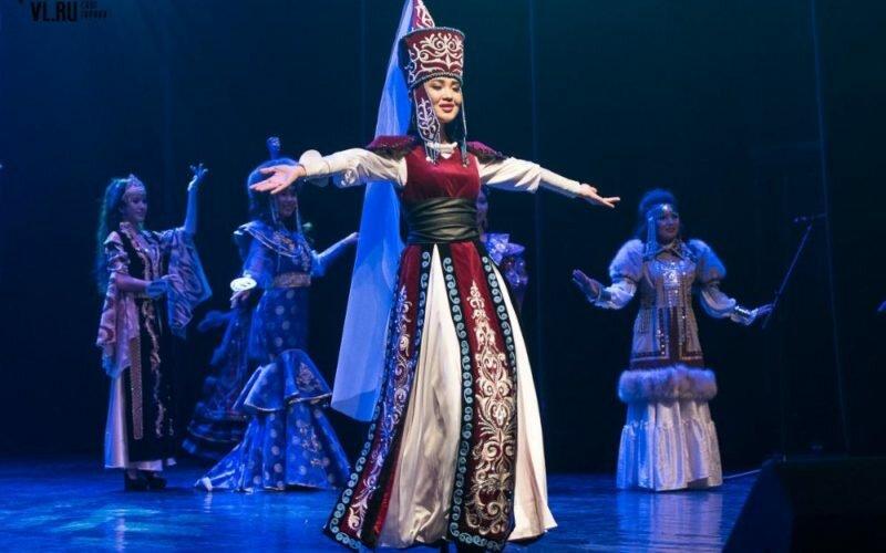 Владивосток шаарында билим алып жаткан Кыргыз кыздары сулуулар сынагына катышты