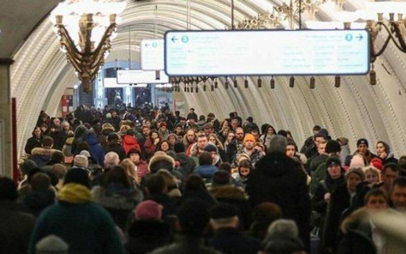 Москвада метродо контакттык рельстер иштен чыгып, 1000ден ашык киши куткарылды
