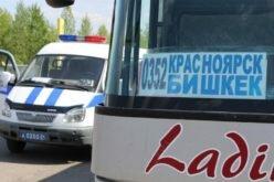 Красноярск шаарында тормозунда мүчүлүштүгү бар автобус токтотулду. Ичинде кыргыздар болгон