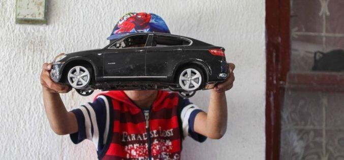 Кыргызстанда 277 миң баланын ата-энеси миграцияда