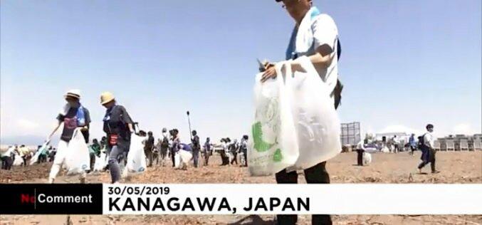 Японияда 800 миңге жакын адам пляждарды пластик таштандылардан тазалоо акциясына катышат