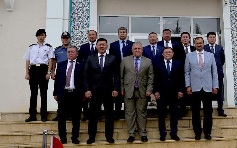 Делегация депутатов ЖК посетила Мавзолей кыргызов в Турции