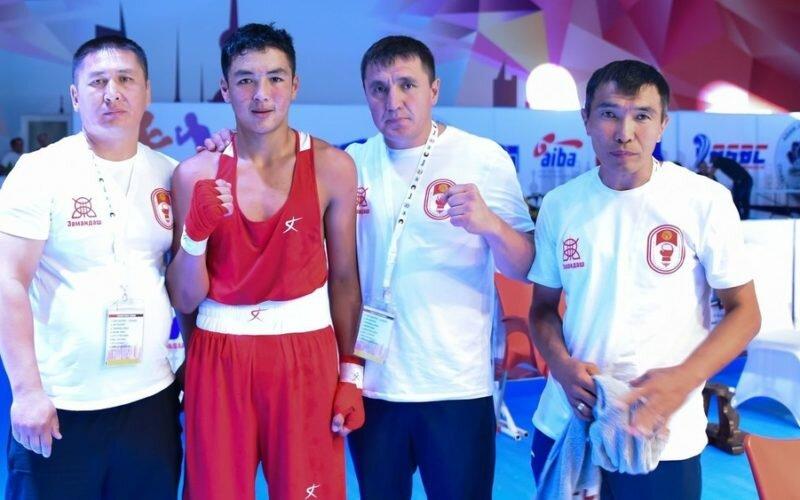 Атай Асанбеков вышел в полуфинал чемпионата Азии по боксу среди школьников
